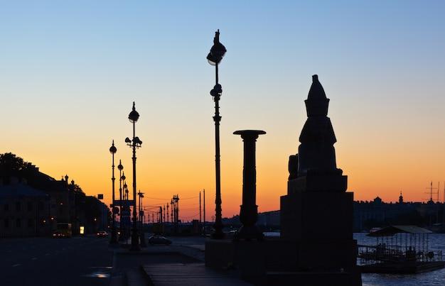 Zicht op st. petersburg in dageraad