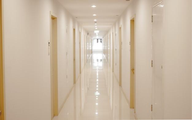 Ziekenhuis lopen weg of verblijf naar kamer