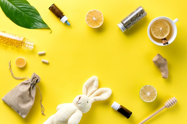 Ziekte concept. samenstelling alternatieve geneeskunde. kruidenthee, gember en citroen
