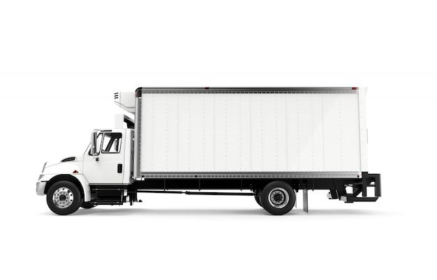 Zij witte vrachtwagen die op een witte achtergrond wordt geïsoleerd