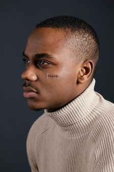 Zijaanzicht afrikaanse man