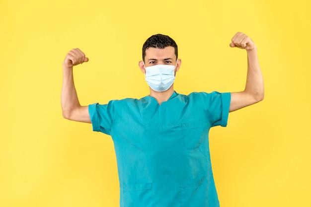 Zijaanzicht dokter met masker een dokter weet dat mensen kunnen herstellen van coronavirus