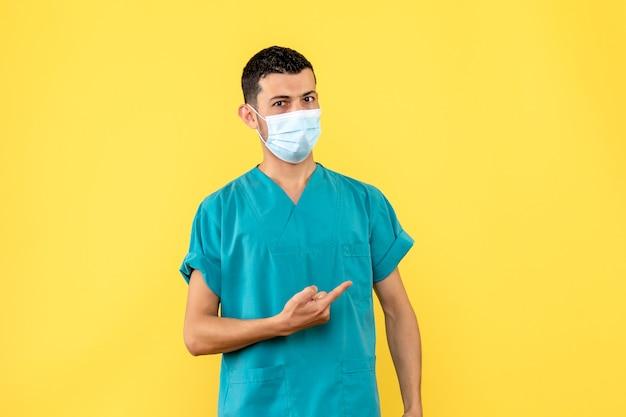 Zijaanzicht een dokter een dokter doet aanbevelingen aan patiënten met coronavirus