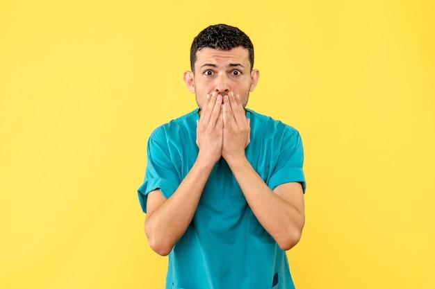 Zijaanzicht een specialist de dokter vertelt hoe moeilijk het is voor domme mensen om te leven