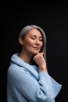 Zijaanzicht senior vrouw portret