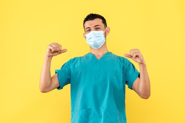 Zijaanzicht van een dokter met masker