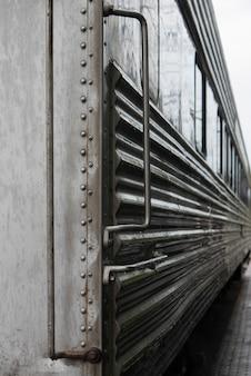 Zijaanzicht van een locomotief bij northwest-spoorwegmuseum, snoqualmie, de staat van washington, de vs