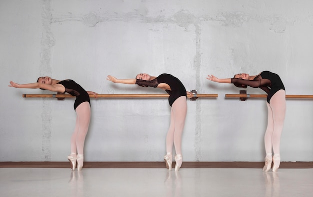 Zijaanzicht van professionele ballerina's die samen in maillots trainen