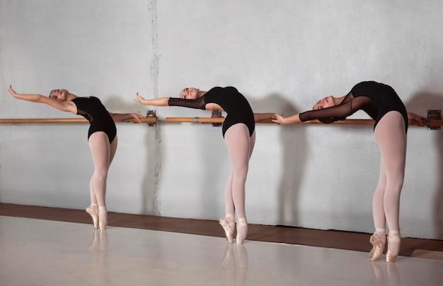 Zijaanzicht van professionele ballerina's die samen met pointe-schoenen trainen