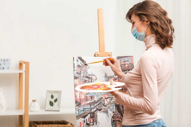 Zijaanzicht vrouwelijk schilderij