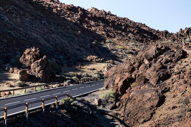 Zijdelings schot van een lege snelweg