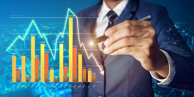 Zijn zakelijke groei en vooruitgang