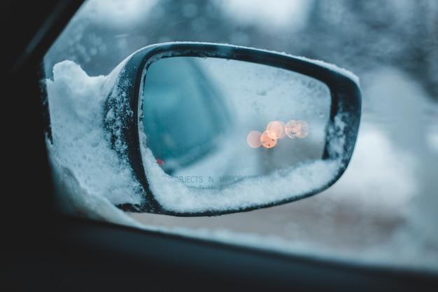Zijspiegel van het voertuig