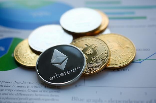 Zilveren ethereum jn grafiekdocument close-up
