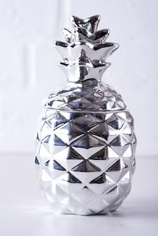 Zilveren fles ananas