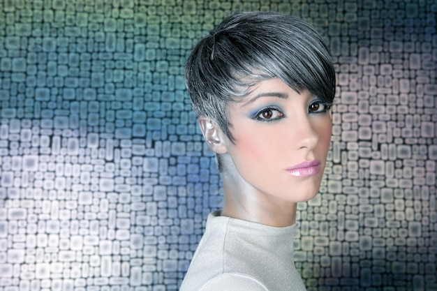 Zilveren futuristische kapsel make-up portret