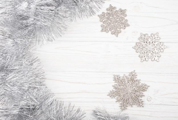 Zilveren klatergoud en sneeuwvlokken