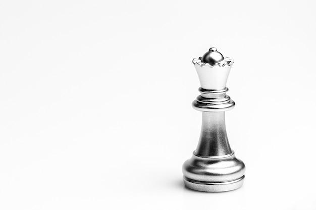Zilveren koningin schaak staan. - leiderschap concept.