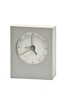Zilveren metalen klok geïsoleerd. horloge.