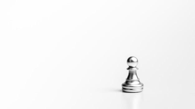 Zilveren pionschaak staan. - leiderschap concept.