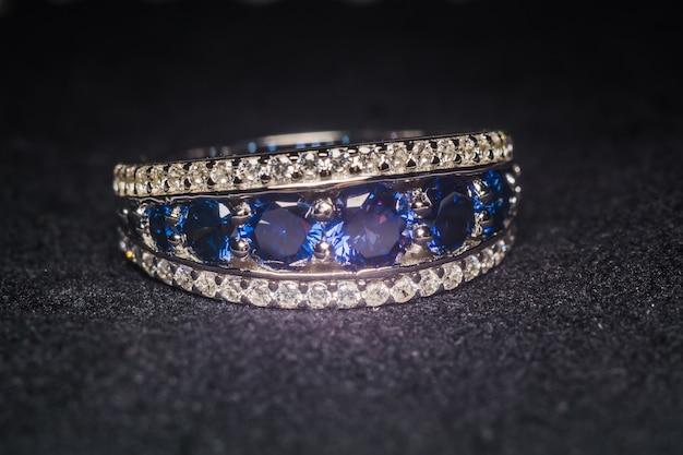 Zilveren ring met tanzanite
