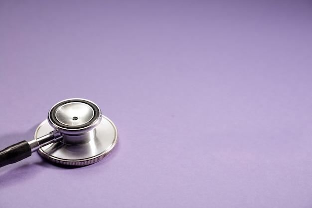 Zilverkleurige stethoscoop