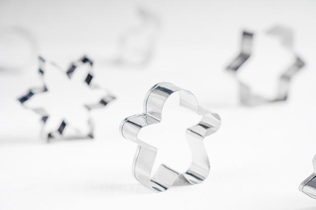 Zilverkleurige uitsteekvormpjes van roestvrij staal