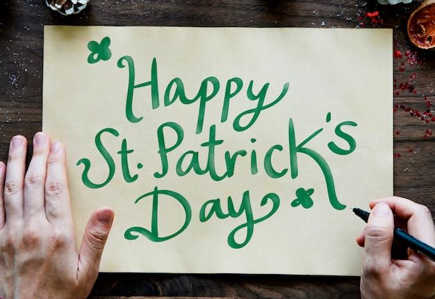 Zin happy saint patrick's day op een geel papier