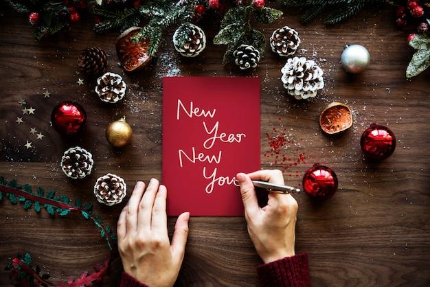 Zin nieuwjaar nieuw u op een rood papier