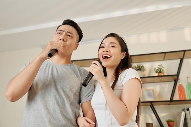 Zingend vietnamees stel