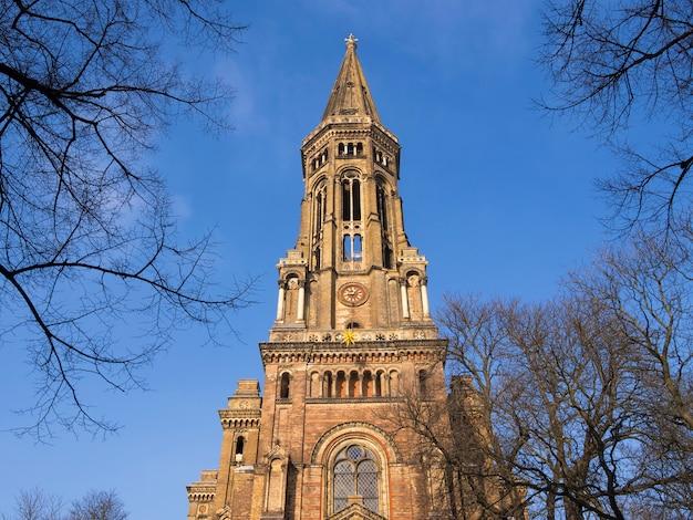 Zionkirche vooraanzicht in berlijn, duitsland door zonnige dag