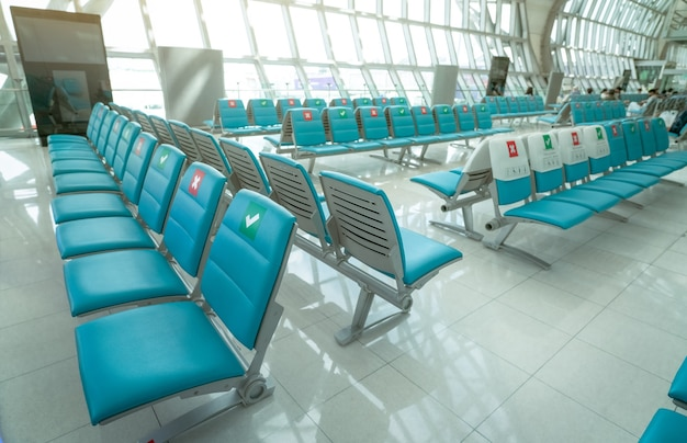 Zitplaats in de vertrekhal op de luchthaventerminal.