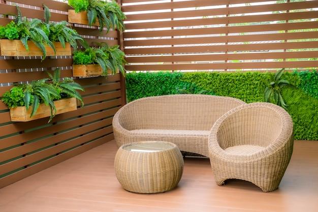 Zittend in de tuin op het balkon, is een recreatieplaats.
