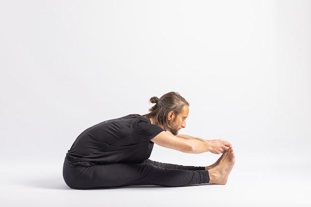 Zittende tang pose. yogahouding (asana)