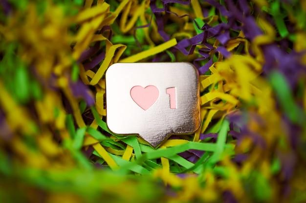 Zoals hartsymbool in confetti