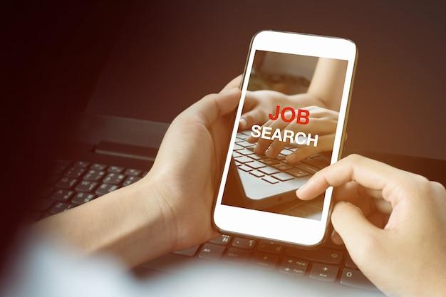 Zoeken naar werk op mobiele telefoon redt levens tijdsperiode coronavirus 2019