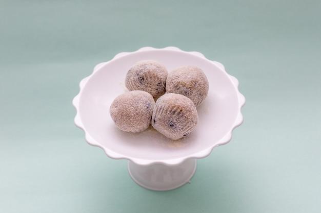 Zoet bekend als beijinho de coco, erg populair op braziliaanse feesten.