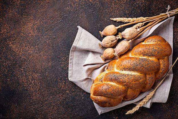 Zoet brood met maanzaad