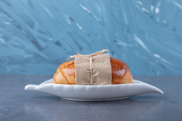 Zoet brood op een bord