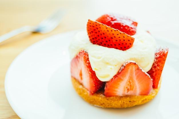 Zoet dessert met aardbeertaart