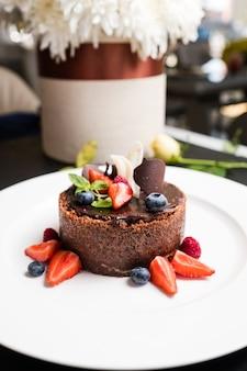 Zoet en smakelijk recept voor chocoladetaart. zoetwaren product.