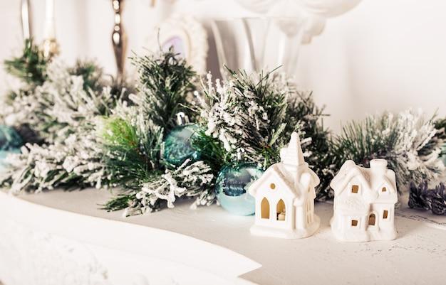 Zoet huis. witte kerst decor op vintage achtergrond.