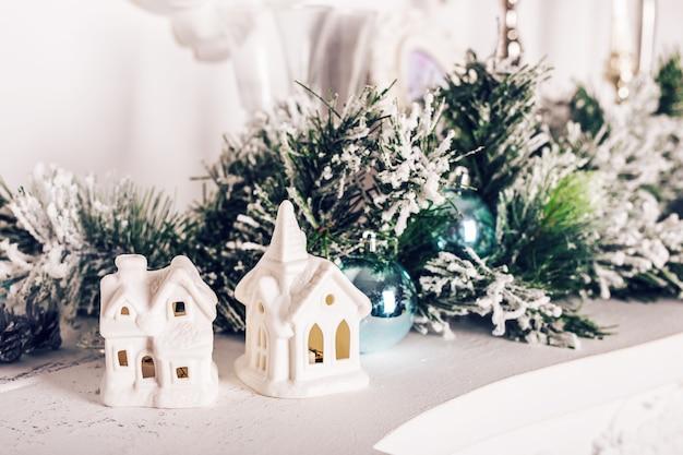 Zoet huis. witte kerstdecor op vintage achtergrond