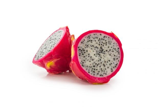 Zoet smakelijk draakfruit of pitaya die op wit wordt geïsoleerd.