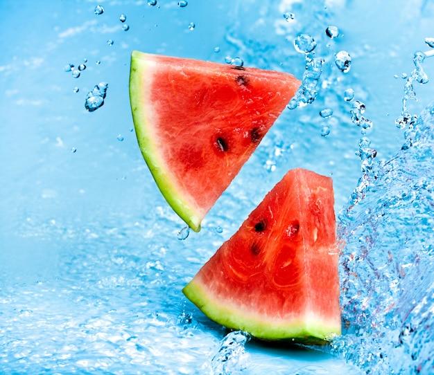 Zoet water splash op rode watermeloen