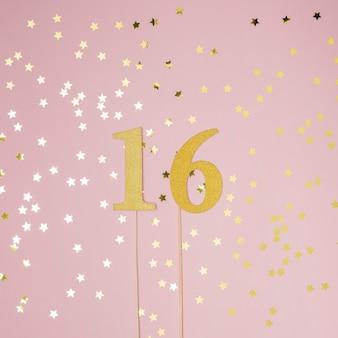 Zoete 16e verjaardag met roze achtergrond