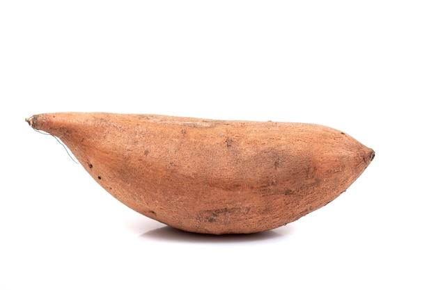Zoete aardappel knolgewas geïsoleerd.