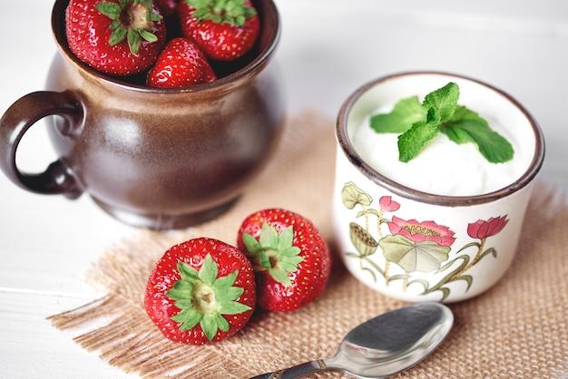 Zoete aardbeien bij het dessert
