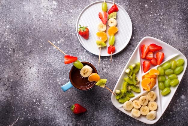 Zoete chocoladefondue met fruit