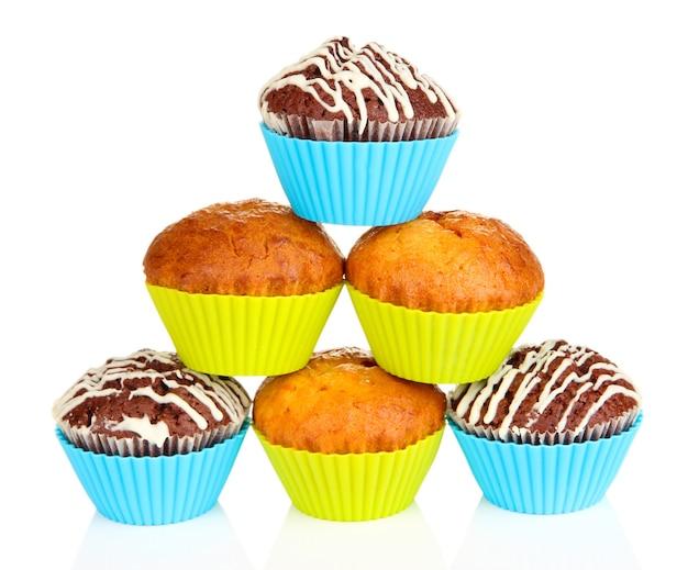 Zoete cupcakes geïsoleerd op een witte ondergrond